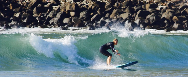 SwellWomen Surf Waves